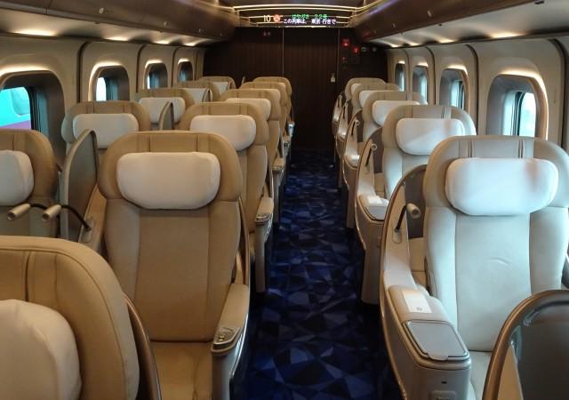 東京と札幌の移動には新幹線のグランクラスと飛行機のファーストクラス、どちらが快適?